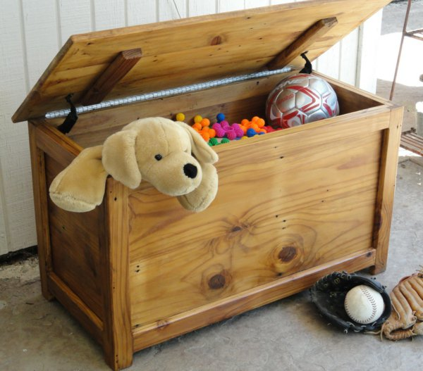 Lequel choisir ? Le jouet en bois ou le jouet en plastique ?