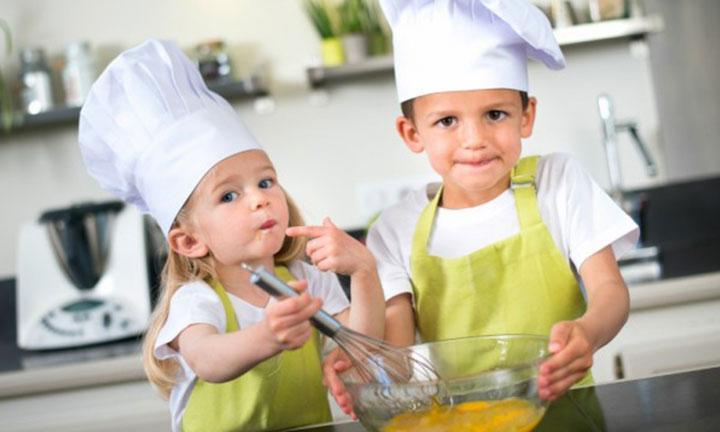 Choisir une Cuisine en bois ou en plastique pour votre enfant ?