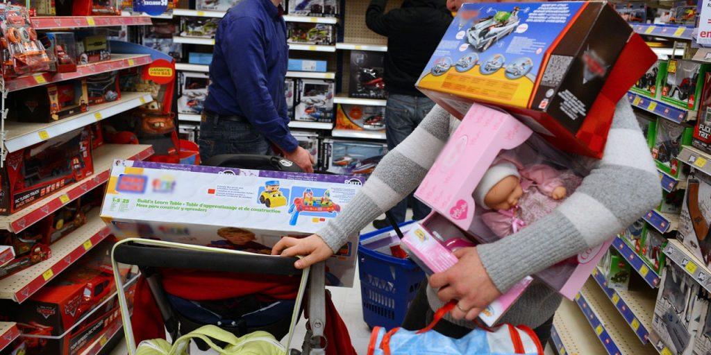 Avoir trop de jouets affecte la créativité des enfants